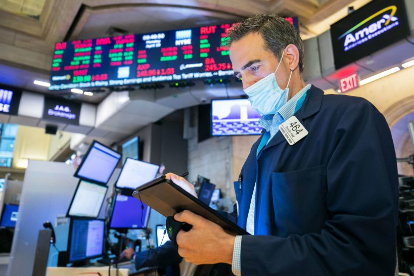 stock-futures-are-flat-after-the-dow-closed-at-a-record