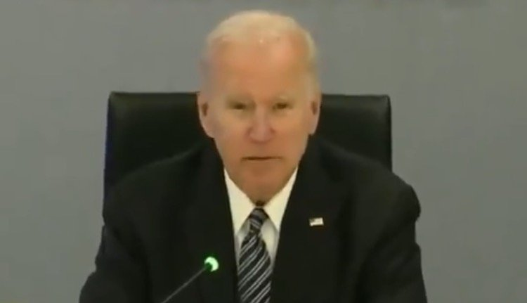 joe-biden-mumbles-incoherently-as-he-reads-from-his-notes-at-fema-headquarters-video