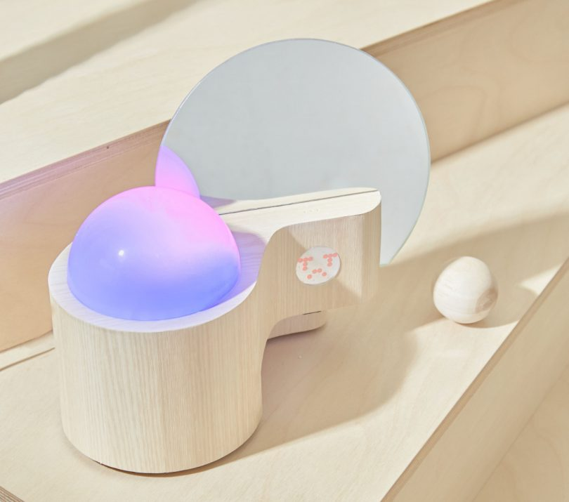 emotion-collector-turns-your-feelings-into-colorful-lighting