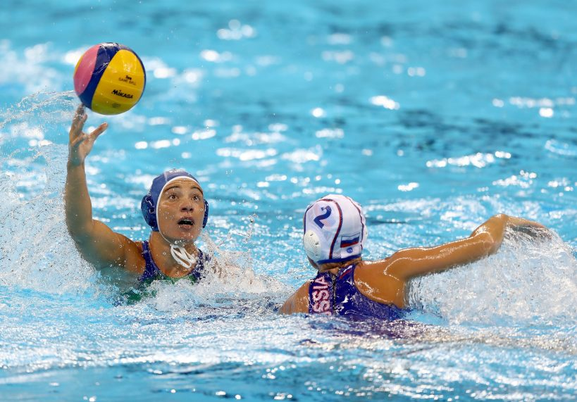 do-water-polo-players-touch-the-bottom-of-the-pool