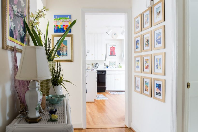 the-only-kind-of-picture-frame-you-should-use-in-hallways-and-stairways