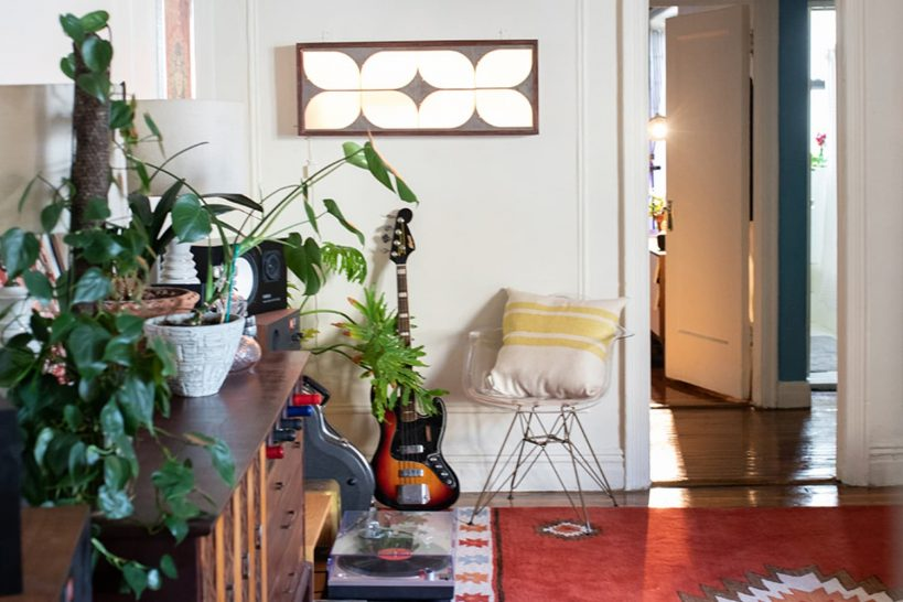 small-brooklyn-colorful-vintage-eclectic-jungle-apartment