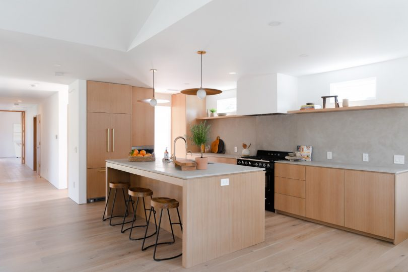 a-los-angeles-home-gets-a-dramatic-scandinavian-inspired-transformation