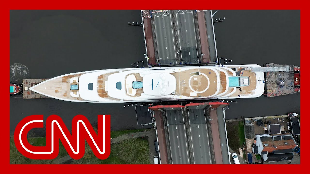 huge-superyacht-squeezes-through-narrow-canals